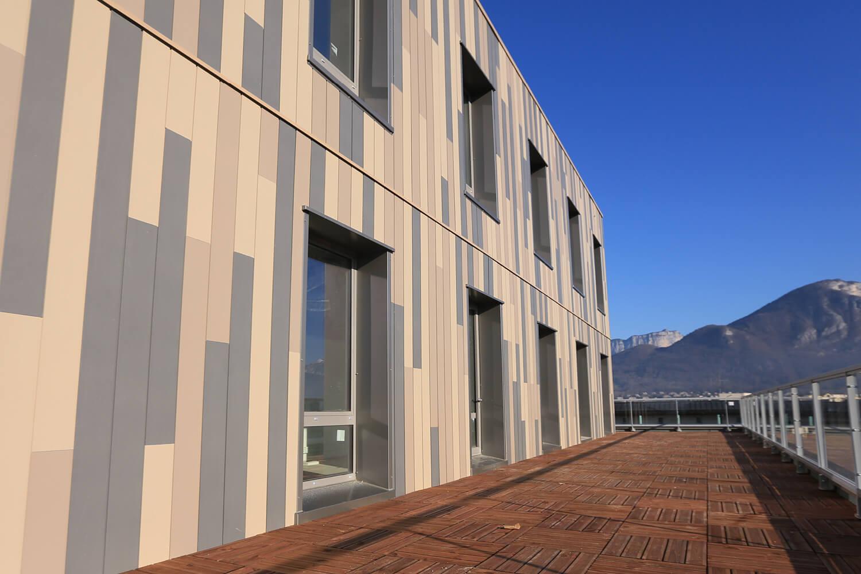 Travaux de bardage rapporté de medic center® Annecy, Lyon, Haute-Savoie